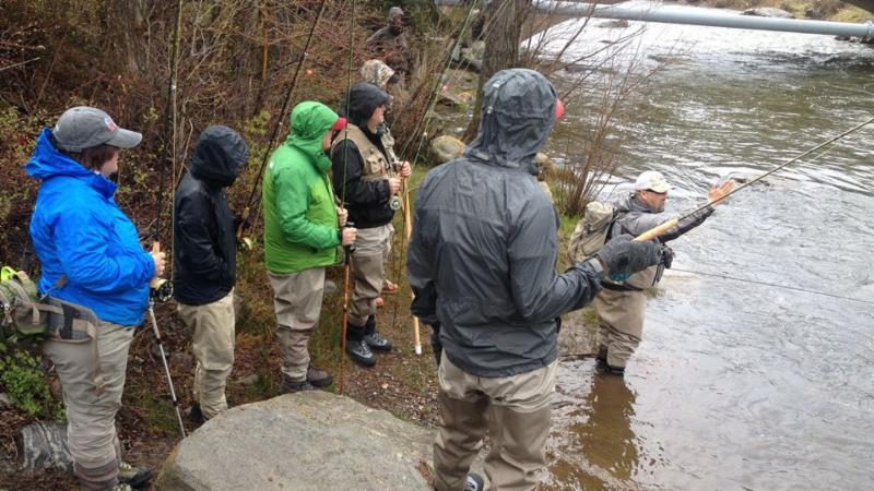 40194-Fly Fishing School-group of people with minturn guide