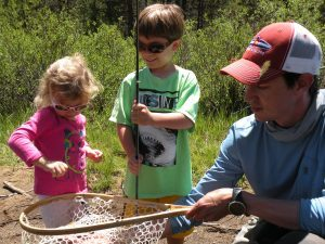 Fly Fishing fishing with  a family and children Minturn Anglers